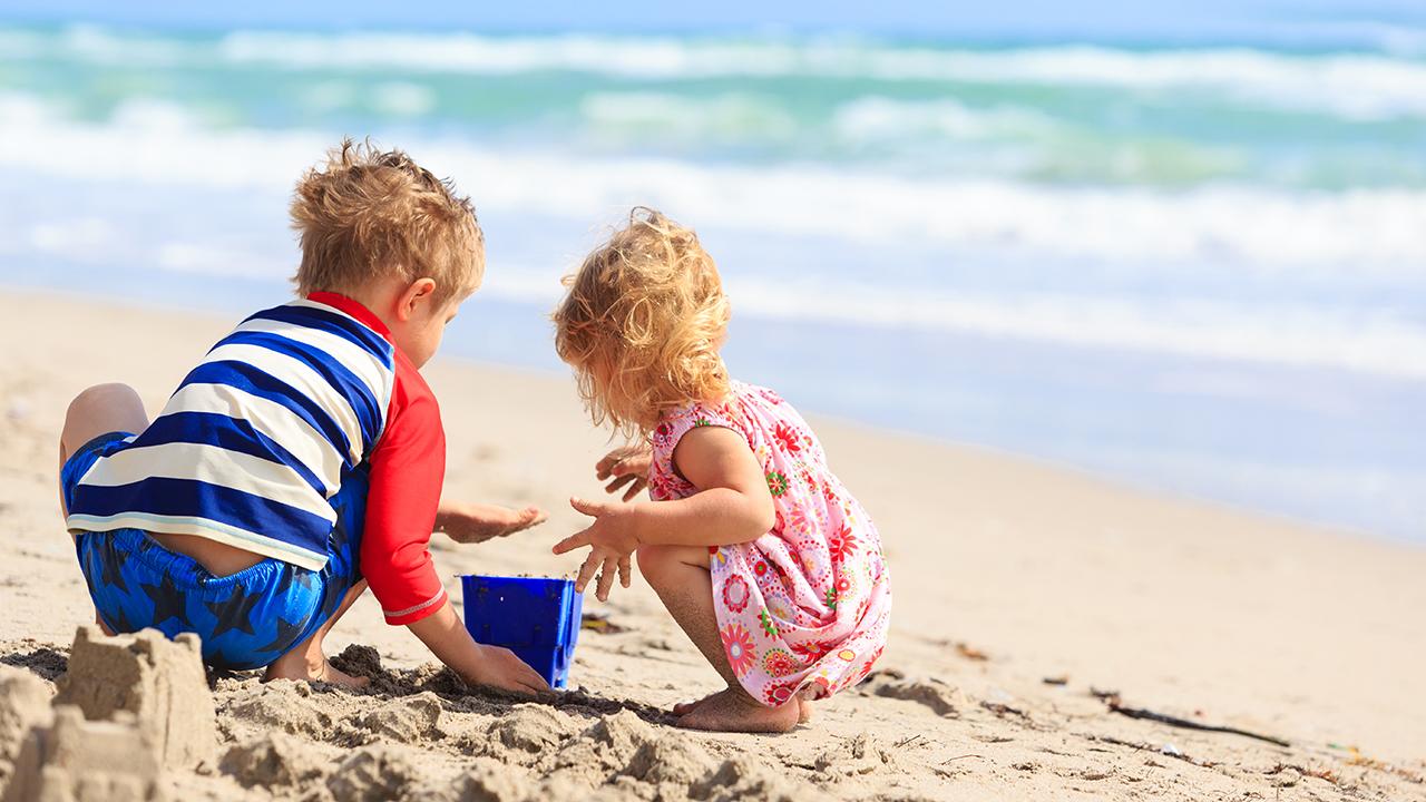 Kako zabaviti djecu na plaži – JGL Obitelj